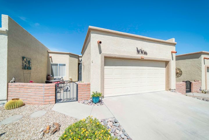 1264 N Via Alamos, Green Valley, AZ 85614