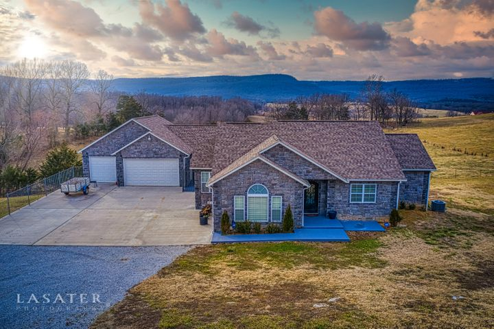 8472 Fork Creek Road, Harrison, AR 72601