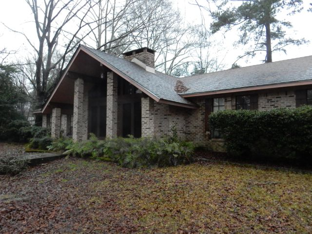 Three bedrooms, 2 baths. Vaulted ceiling in living room. Large sun room with brick pavers.