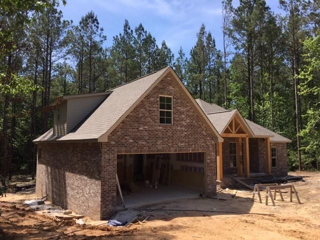 34 Magnolia Crossing Rd., Sumrall, MS 39482