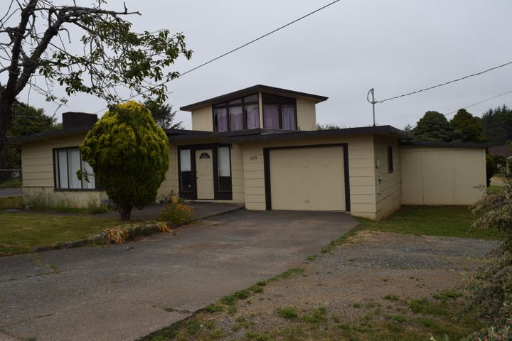 1515 Central Avenue, McKinleyville, CA 95519