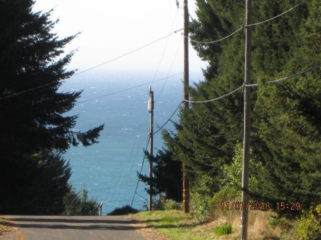 445 Ridge Road, Shelter Cove, CA 95589
