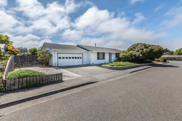 1450 Marty Avenue, McKinleyville, CA 95519