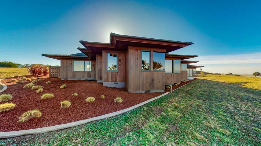 Gorgeous design and beautiful fit into the landscape.