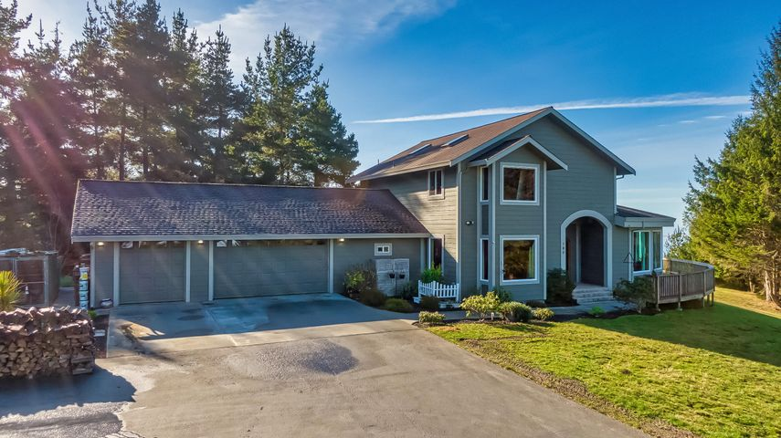 180 Blue Spruce Drive, Eureka, CA 95503