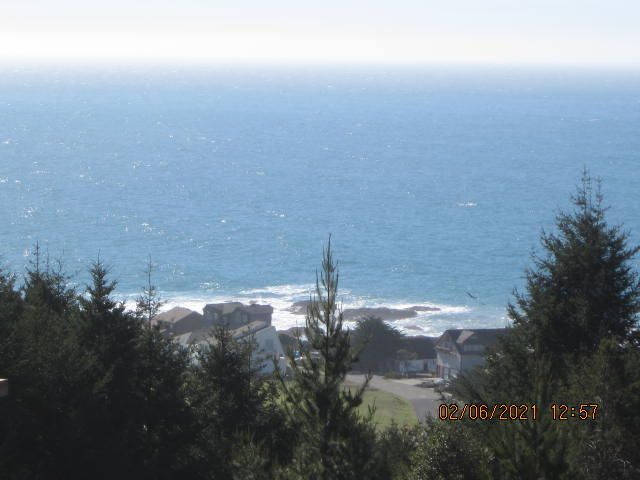 937 Redwood Road, Shelter Cove, CA 95589