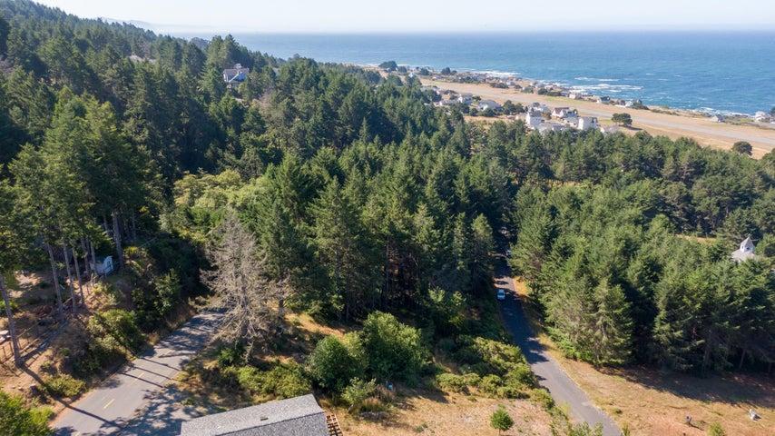 204 Albatross Road, Whitethorn, CA 95589