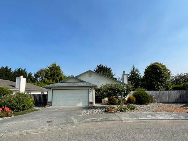 2344 Hannah Court, Fortuna, CA 95540