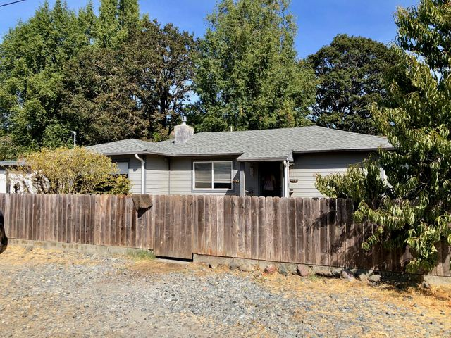501 Moss Avenue, Redway, CA 95560