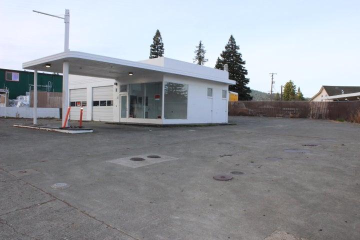 822 Redwood Drive, Garberville, CA 95542