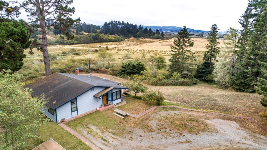 2084 Sunset Road, Eureka, CA 95503