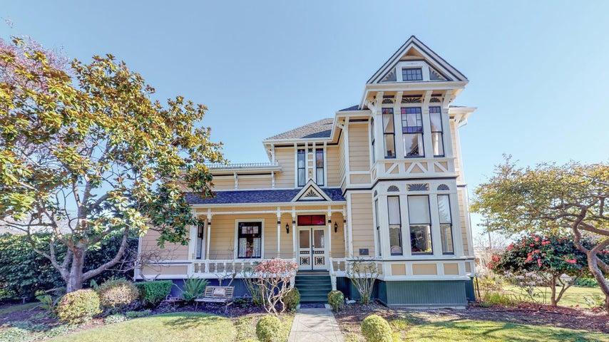 563 Ocean Avenue, Ferndale, CA 95536