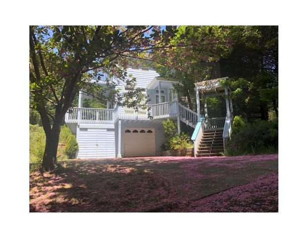 21 Madrone Road, Whitethorn, CA 95589