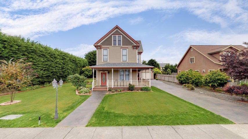 1115 Dewey Avenue, Ferndale, CA 95536