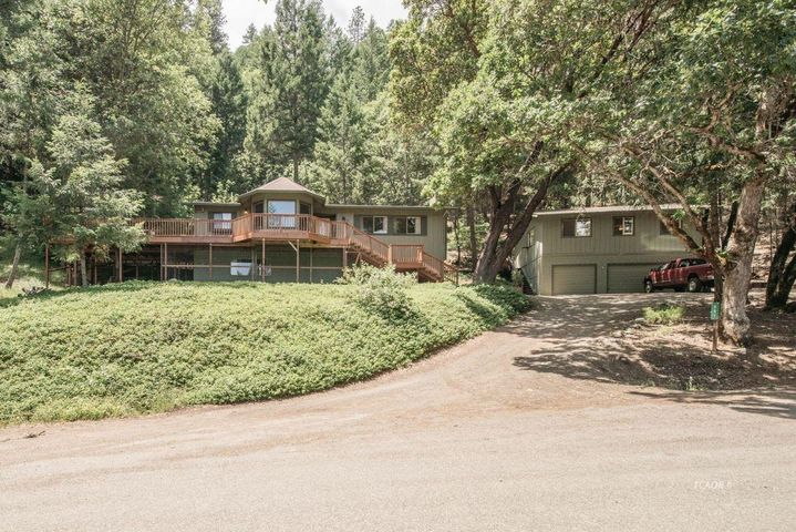 591 Timber Ridge Road, Weaverville, CA 96093