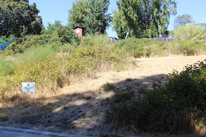 101 Orchard Lane, Redway, CA 95560