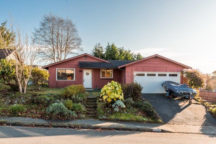 1752 Holly Drive, McKinleyville, CA 95519