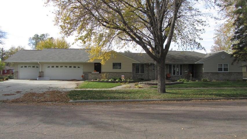 1733 Illinois Ave SW, Huron, SD 57350