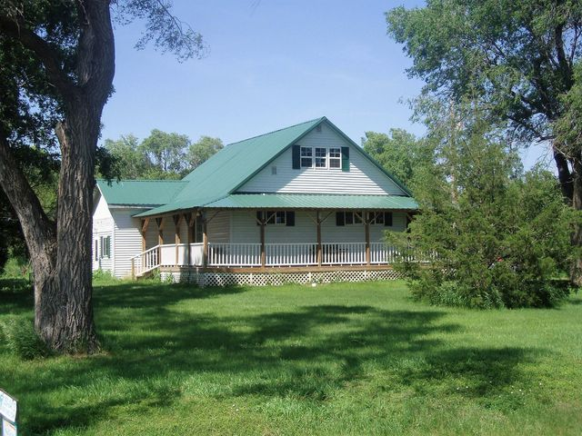 39436 227th St, Woonsocket, SD 57385