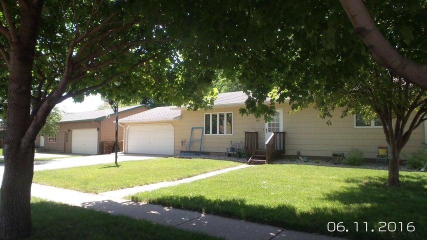 2303 Hawaii Ave SW, Huron, SD 57350