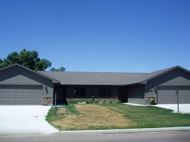 1165 Arizona Ave SW, Huron, SD 57350