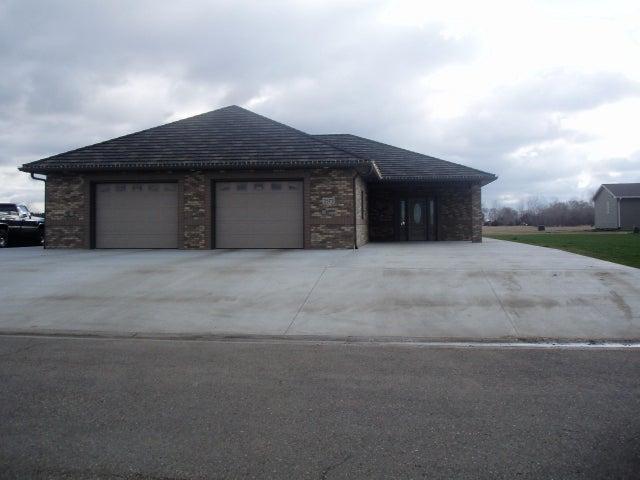 2572 Prairie Green Dr, Huron, SD 57350