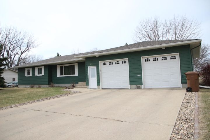 1819 Cardinal Lane, Huron, SD 57350