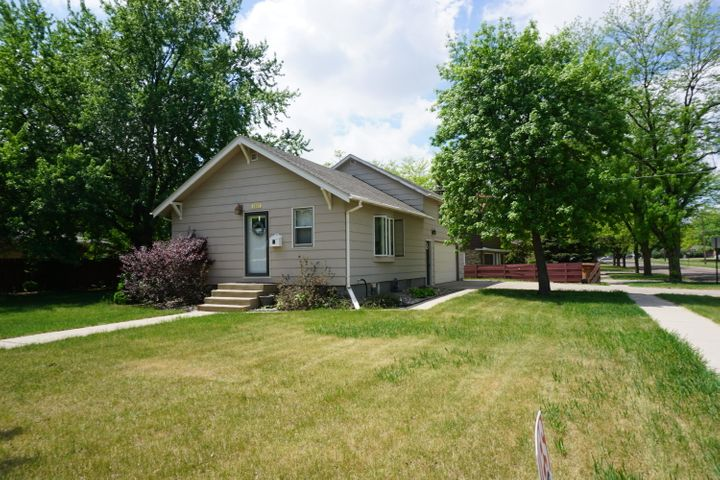 1807 Idaho Ave SE, Huron, SD 57350