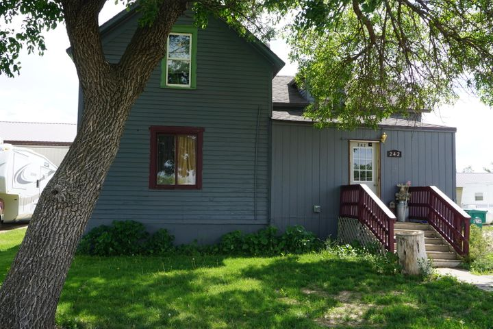 242 Maple Ave SE, Wolsey, SD 57384