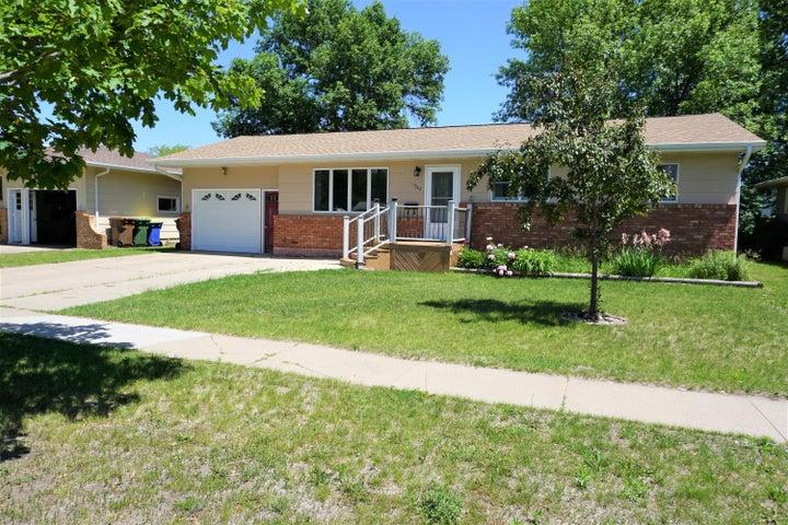 1322 Frank Ave SE, Huron, SD 57350
