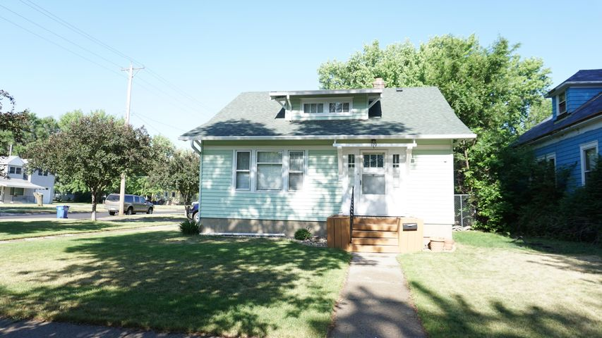 679 Colorado Ave SW, Huron, SD 57350