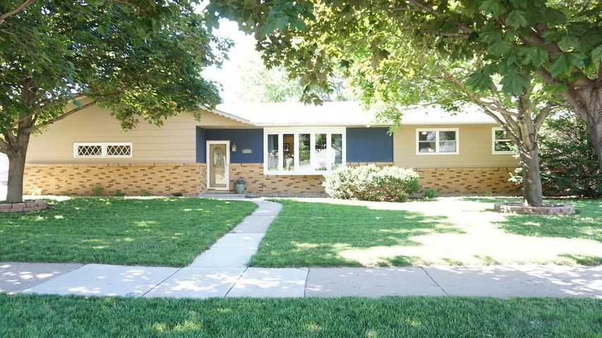 1112 9th St SW, Huron, SD 57350