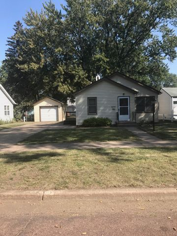 1230 Beach Ave SE, Huron, SD 57350