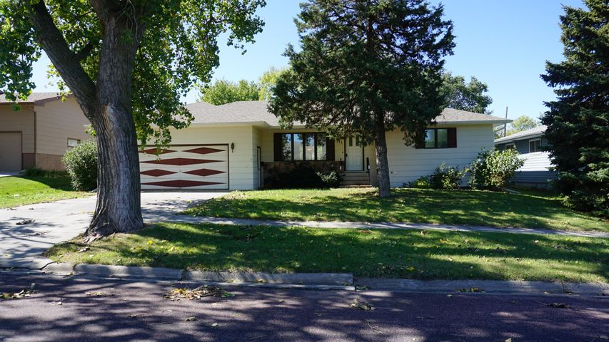 311 S Wallace, Wessington Springs, SD 57382