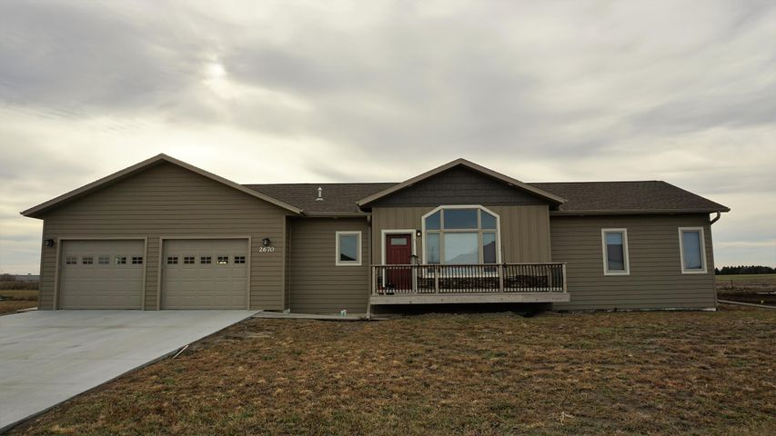 2670 Prairie Eagle Cir E, Huron, SD 57350