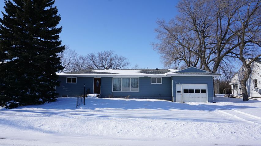 305 Wallace Ave S, Wessington Springs, SD 57382