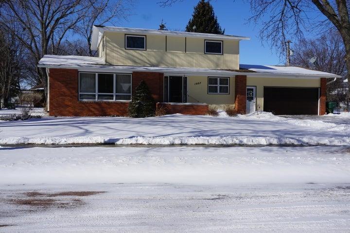1907 Iowa Ave SE, Huron, SD 57350