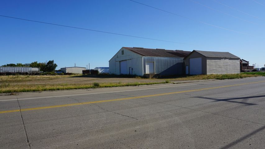 60'x82' Pole Shed constructed in 1979 with concrete floor and electricity. 4920 sq ft.