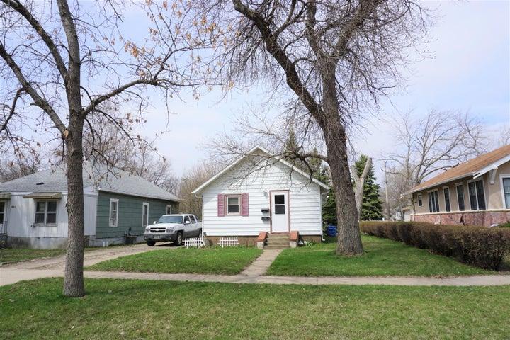 1035 Iowa Ave SE, Huron, SD 57350