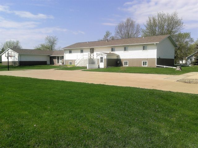 200 South Creek St, Iroquois, SD 57353