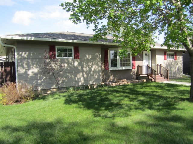 1010 Simmons Ave SE, Huron, SD 57350