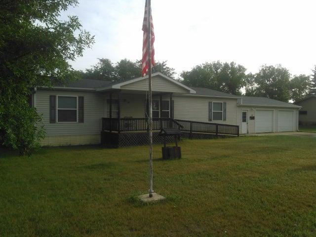 240 Kiowa St W, Iroquois, SD 57353