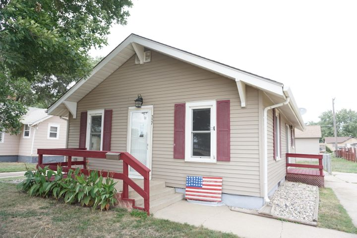 357 4th St NE, Huron, SD 57350
