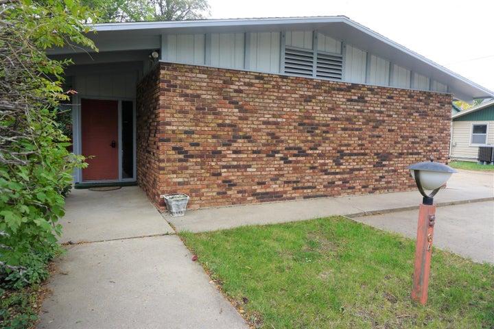 640 Iowa Ave SE, Huron, SD 57350