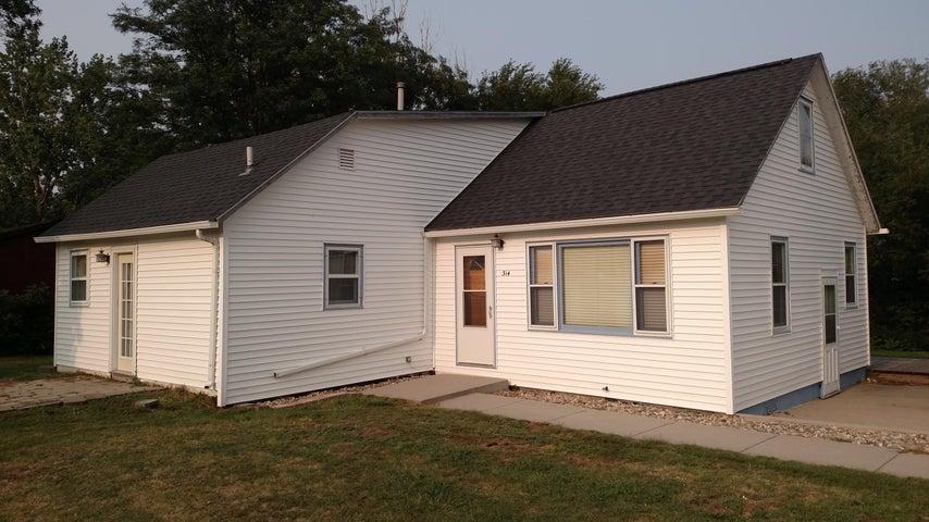 314 5th St NE, Wessington Springs, SD 57382