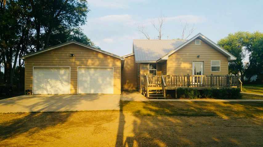 474 2nd St NW, Wolsey, SD 57384