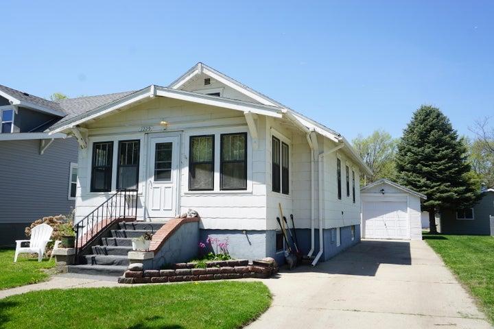1229 Iowa Ave SE, Huron, SD 57350