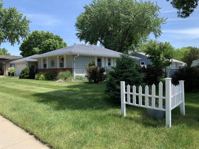 1668 Ohio Ave SW, Huron, SD 57350