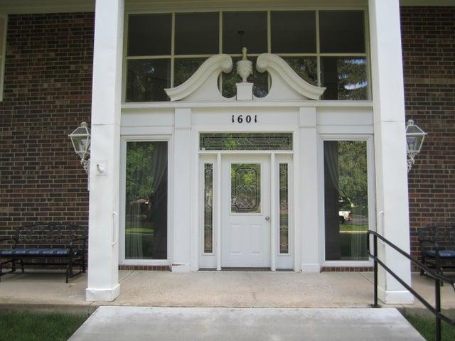 1601 Ohio Ave SW, #211, Huron, SD 57350