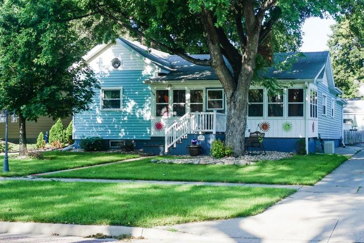 1139 Kansas Ave SE, Huron, SD 57350